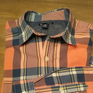 Men's Gap long sleeve button front shirt.